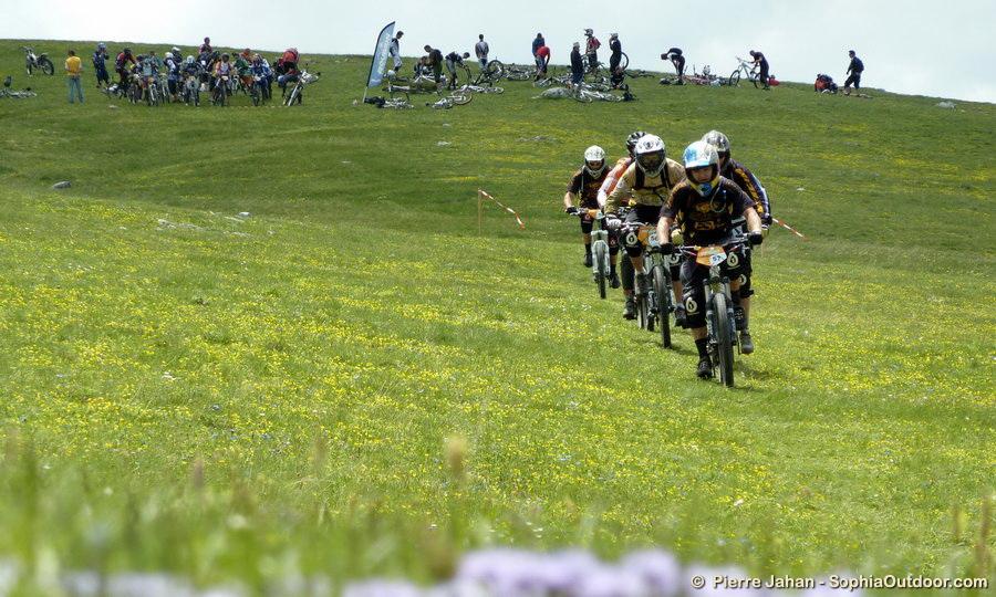 Les bikers dans la prairie