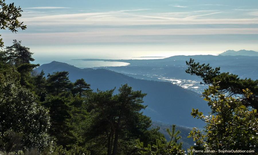 Une autre vue de la plaine du Var, du Cap d'Antibes et de l'Estérel pendant la descente du Férion