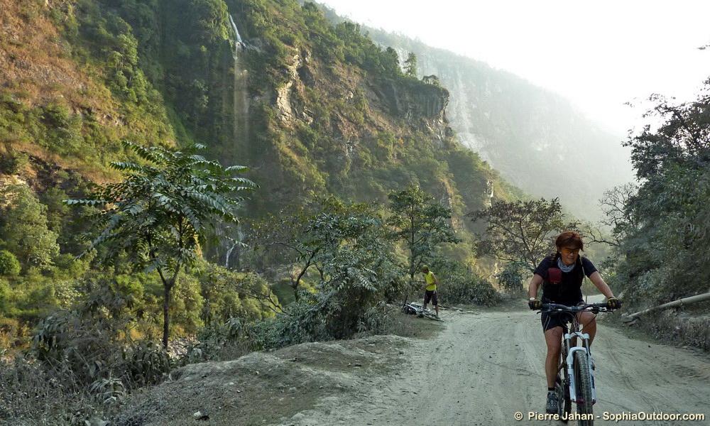 La remontée progressive des gorges nous fait passer dans des paysages de plus en plus majestueux