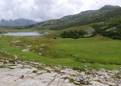Soulagement du corps, des yeux, et de l'esprit devant la perle des lacs Corses : le lac de Nino à 1743m. P1320474