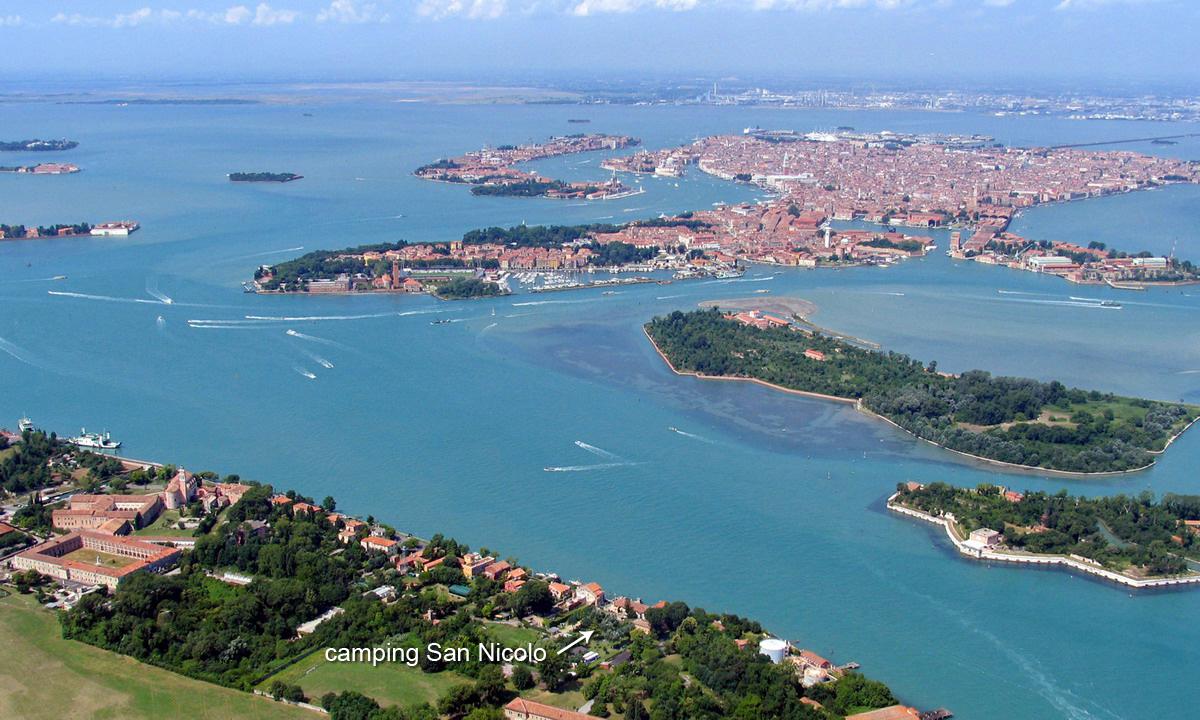 Vue d'avion de Venise depuis l'île du Lido
